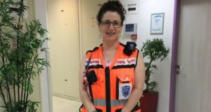 Canadian-Israeli volunteer Melanie Berkowitz with the defibrillator she received form United Hatzalah.