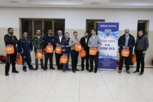 Beit Shemesh volutneers receive new defibrillators to use to save lives in each of their neighborhoods.