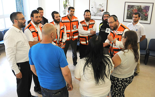 United Hatzalah first-response volunteers meet family of IDF soldier whose life they helped save