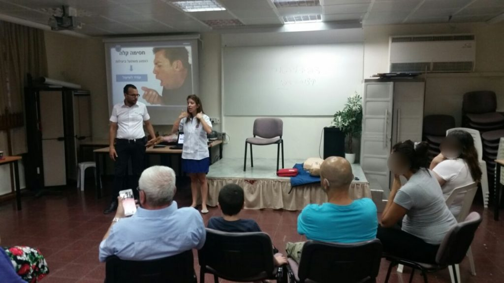 Nechama Loebel teaches EMS class in sign language in Ashdod 4