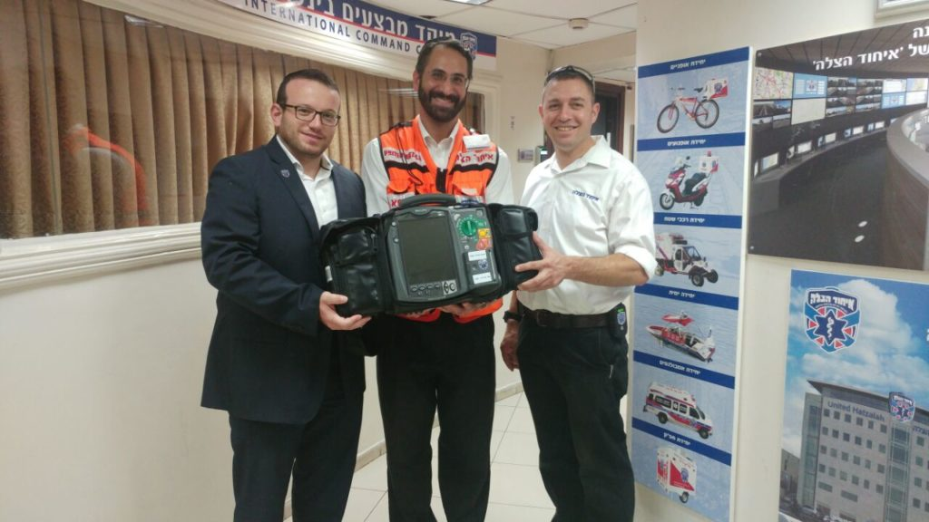 Dr. Pelta receiving advanced defibrillator donated by Atlanta Jewish Community from United Hatzalah