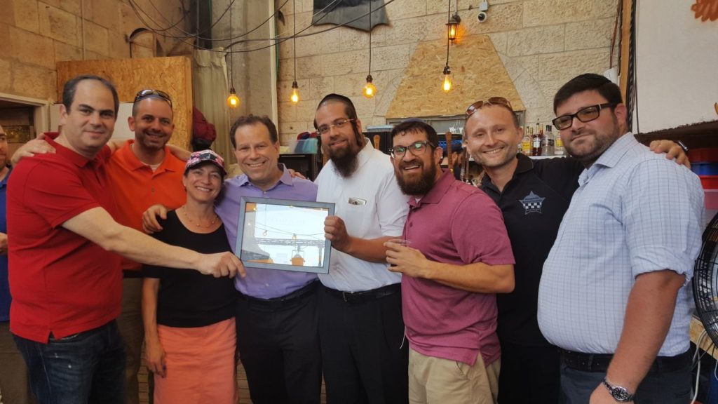 United Hatzalah receives plaque from Moskowitz and Beer Bazaar