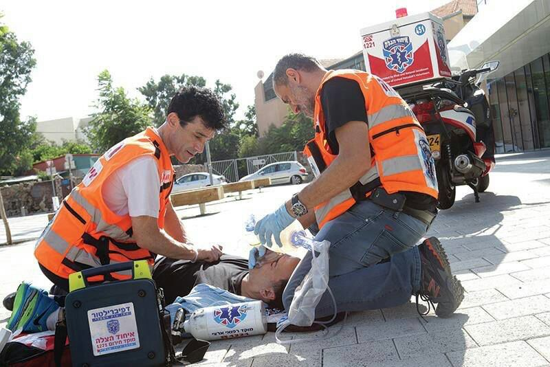 United Hatzalah EMTs pretend to be bystanders performing CPR during a training exercise