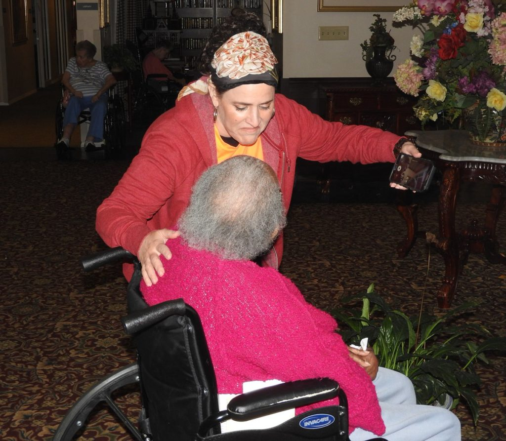 IRC and UH volunteer Shula Wittenstein speaks to a resident of a retirement home in Savannah, Georgia.