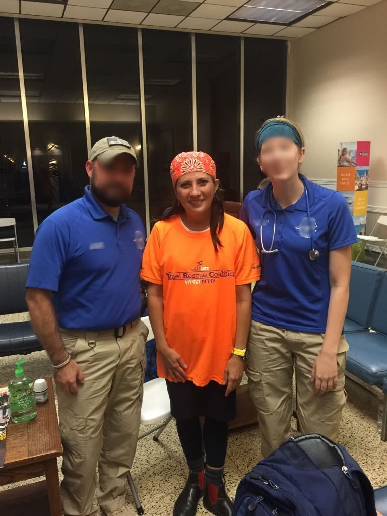 Dr. Miriam Staub standing together with two paramedics that she treated.